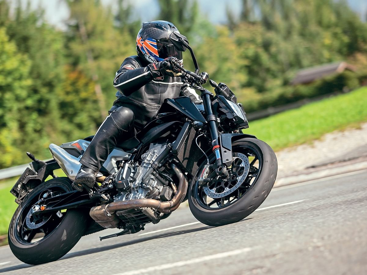KTM 890 Duke R : First Ride Review
