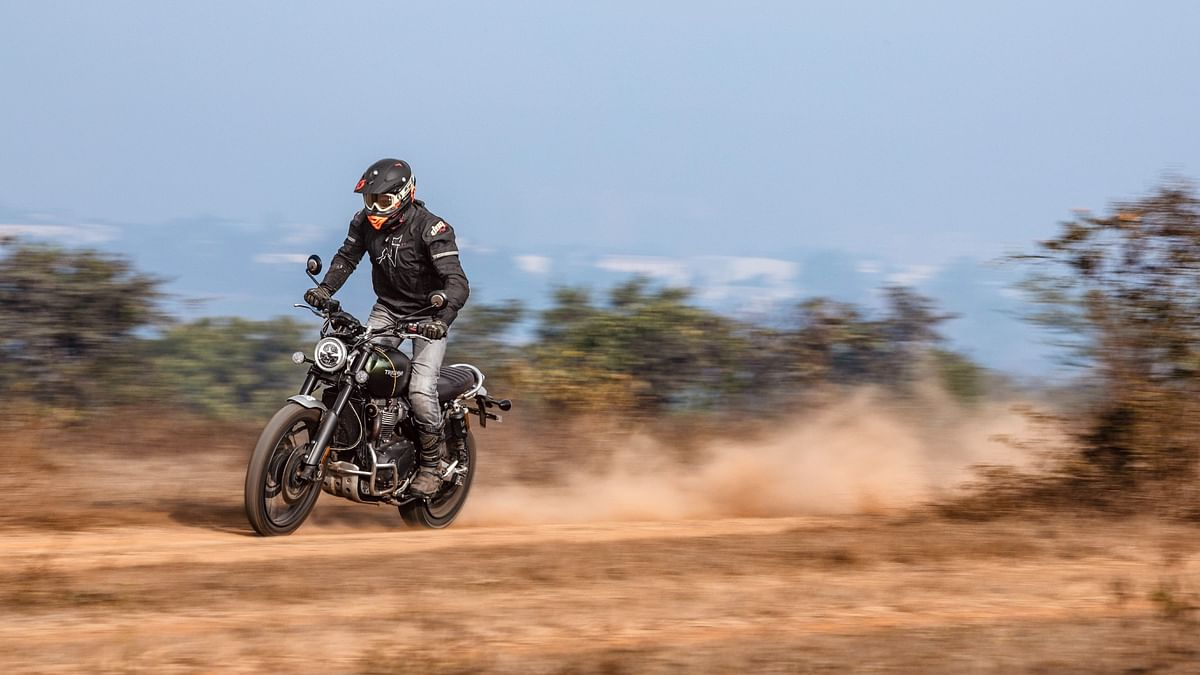 The Scrambler 1200 motor is off-road friendly and boosts the rider's confidence.
