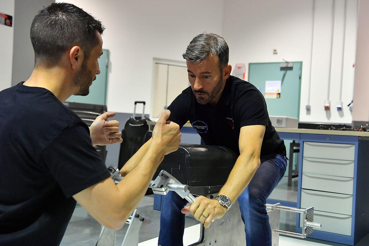 Max Biaggi testing the Wattman record bike's ergos at the Voxan HQ