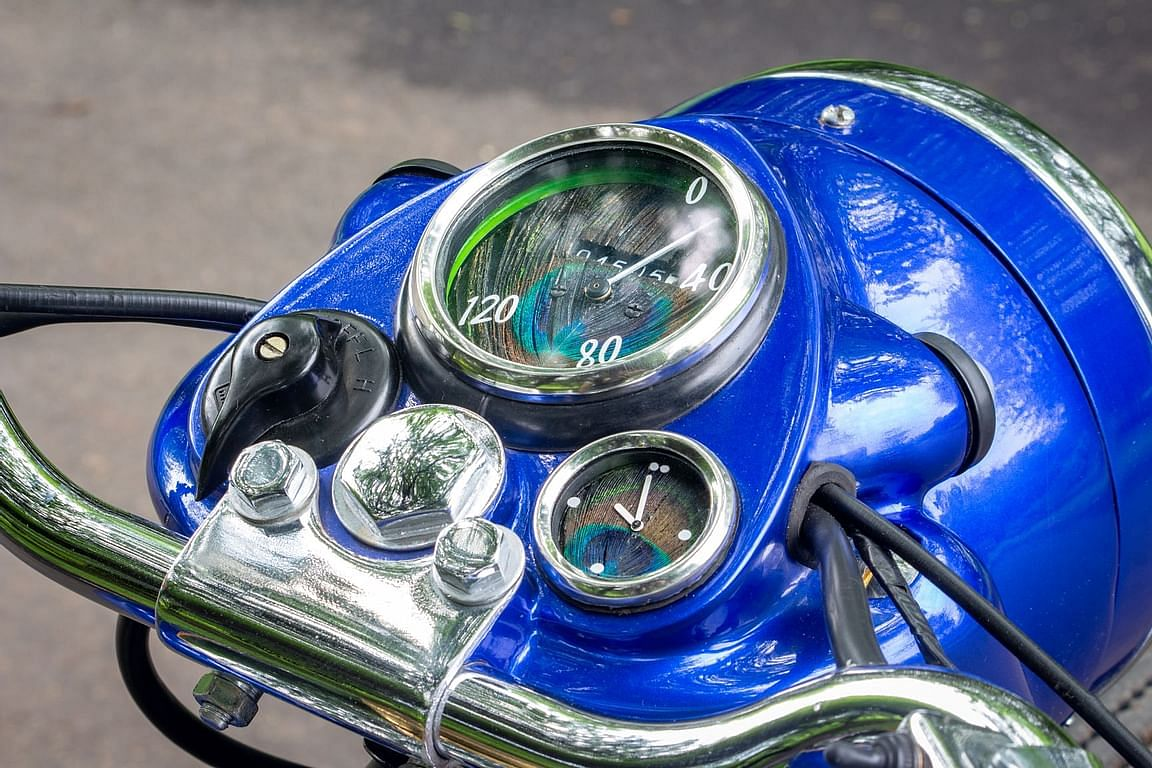 The peacock-feathered dials perfectly compliment the Axalta Indigo color scheme