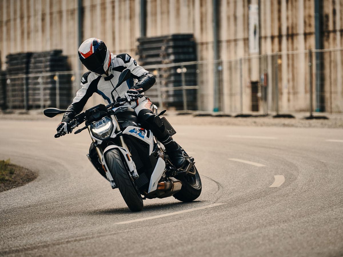 BMW Motorrad unveils the 2021 S 1000 R