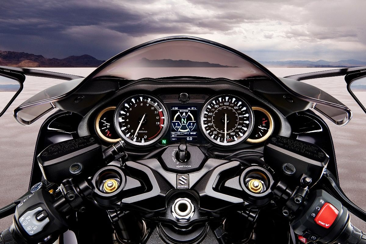 The Hayabusa gets an updated 5-dial instrument cluster with a new colour TFT MID