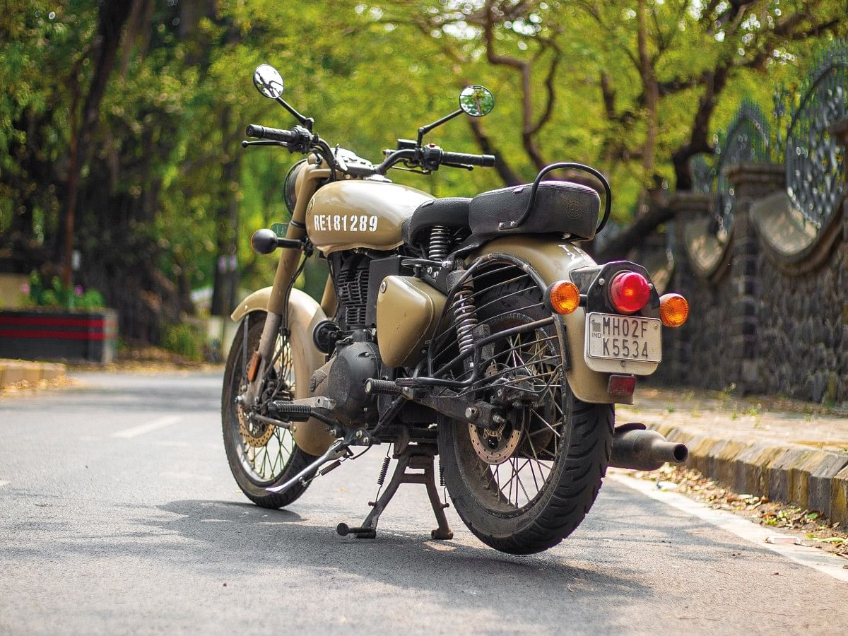 The Royal Enfield Classic 350 BS6 looks good in the Stormrider Sand paint scheme