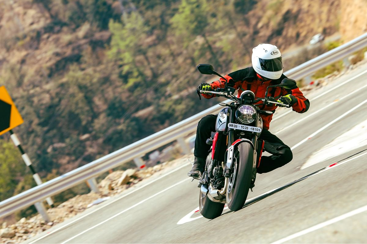 The Triumph Trident 660 stays stable in corners as you hit the apex and roll on the throttle