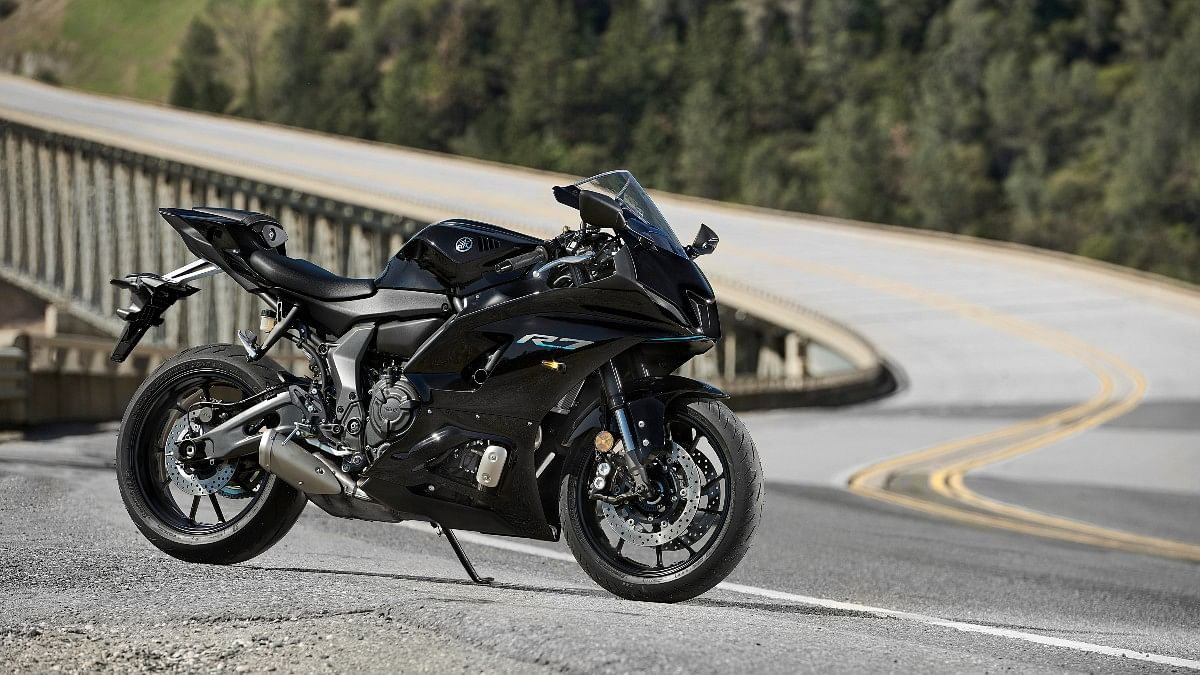 The all-new R7 in Yamaha Black