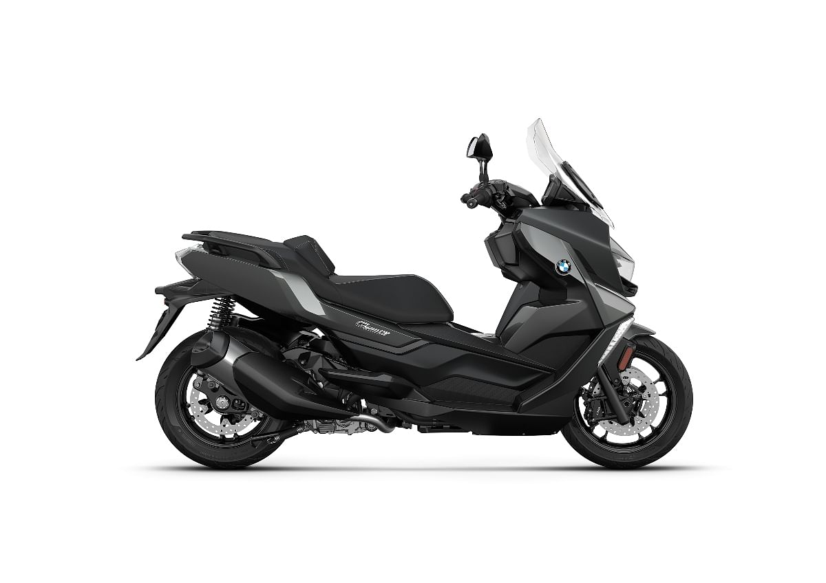 The BMW C 400 GT receives disc brakes on both ends