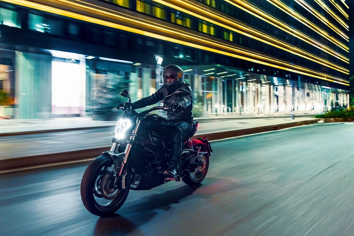 The Benelli 502C gives a relaxed riding posture