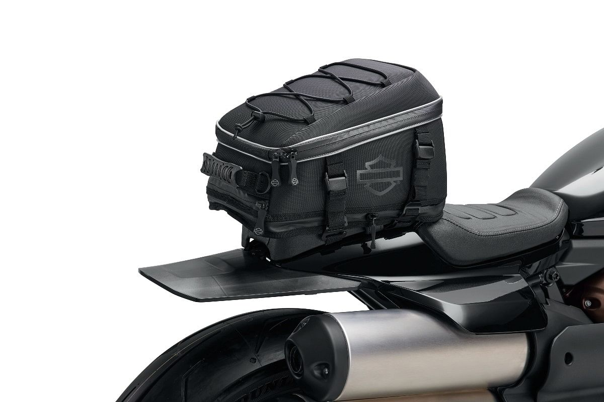 The accessory pack includes this tailbag...