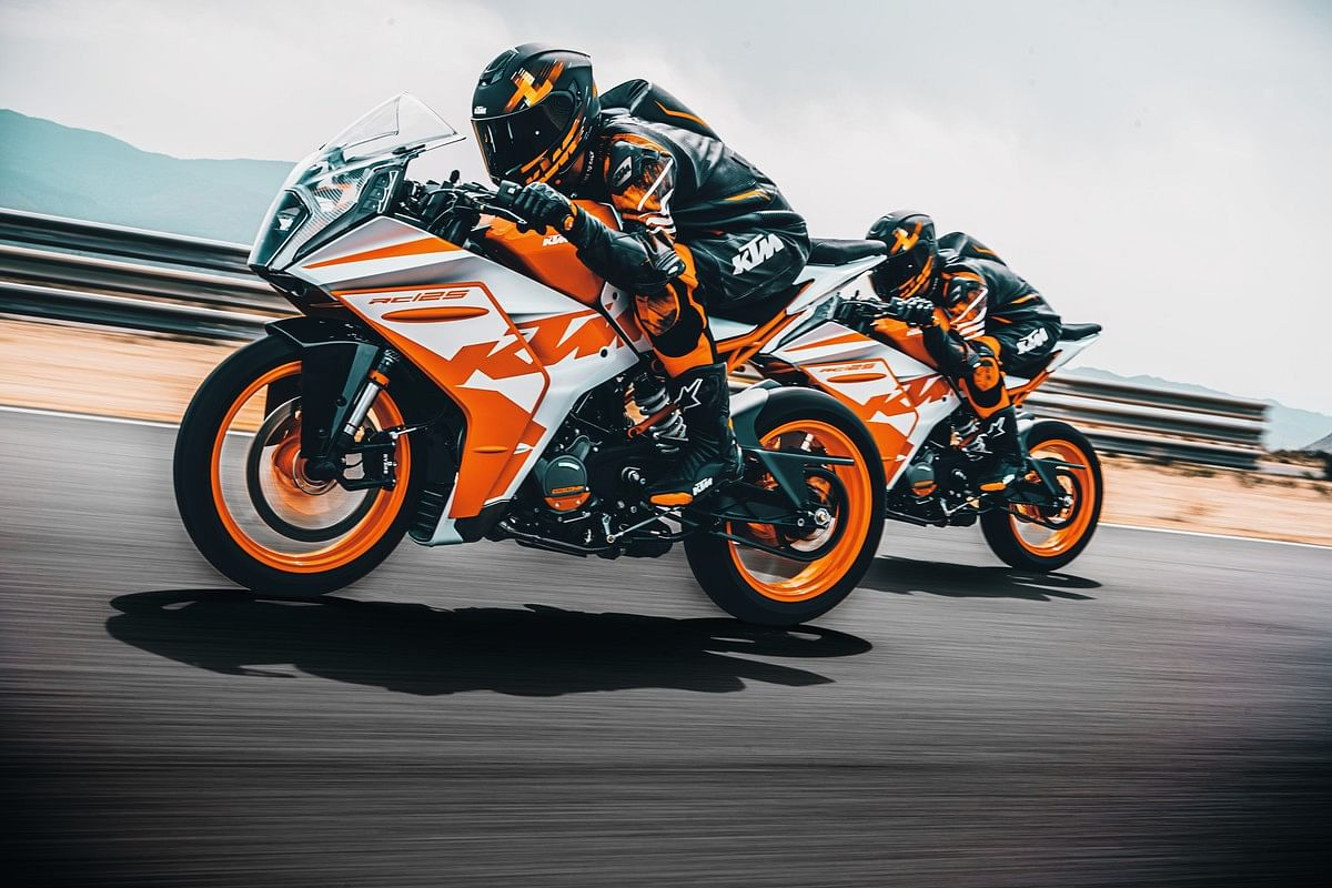The power and torque figures on the 2022 KTM RC range are near identical to the outgoing models