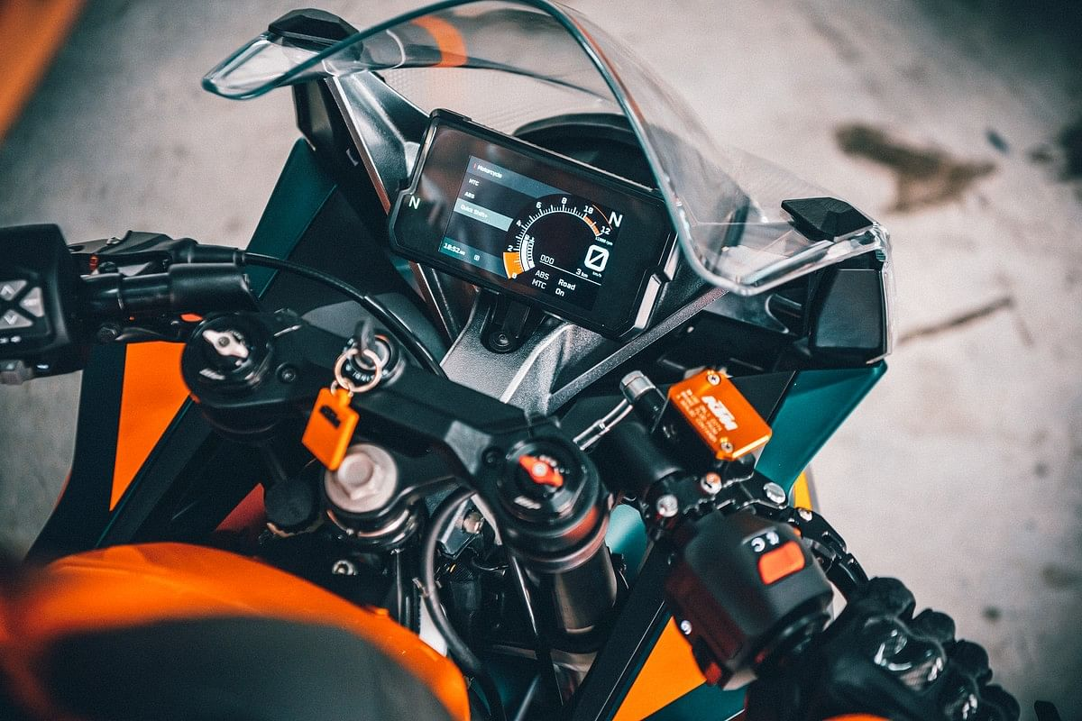 The updated colour TFT instrument cluster finally makes its way on to the 2022 KTM RC lineup
