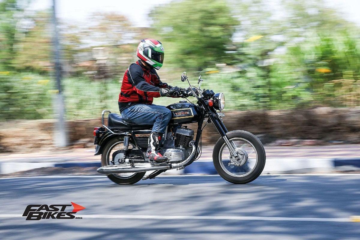 The crazy twin exhaust Yezdi Roadking