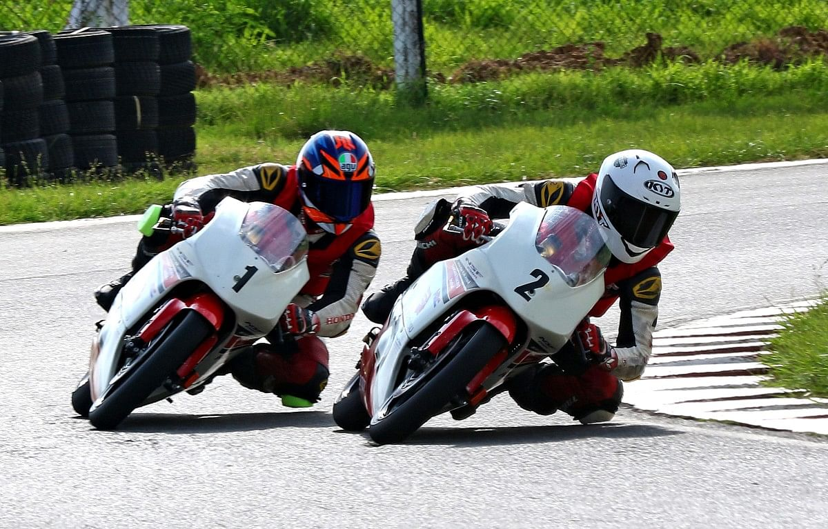 In race one, Kavin Quintal (1) had to fend off attacks from defending champion 14-year old Sartak Chavan (2)