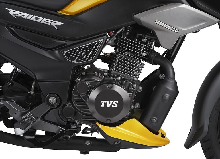 The 124.8cc ETFi oil-cooled engine is brand-new