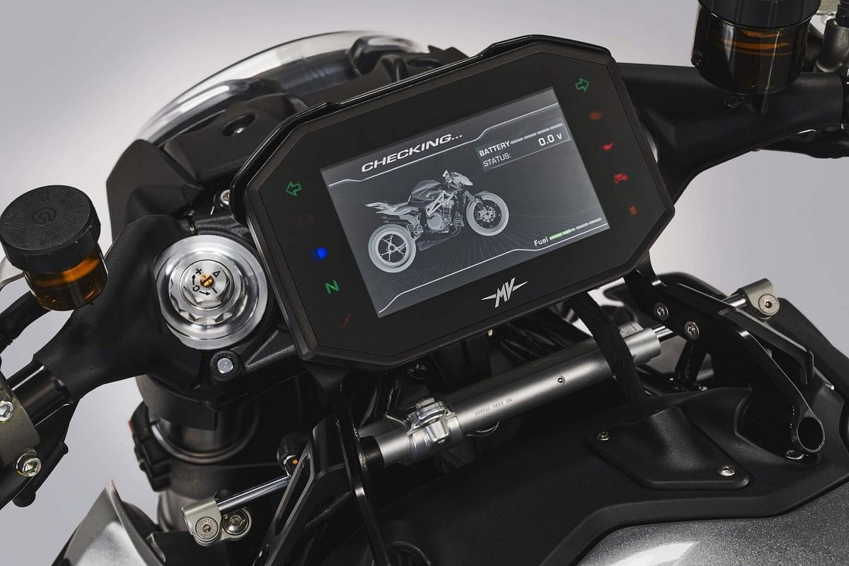 The 5.5-inch coloured TFT intrument cluster for all necessary information