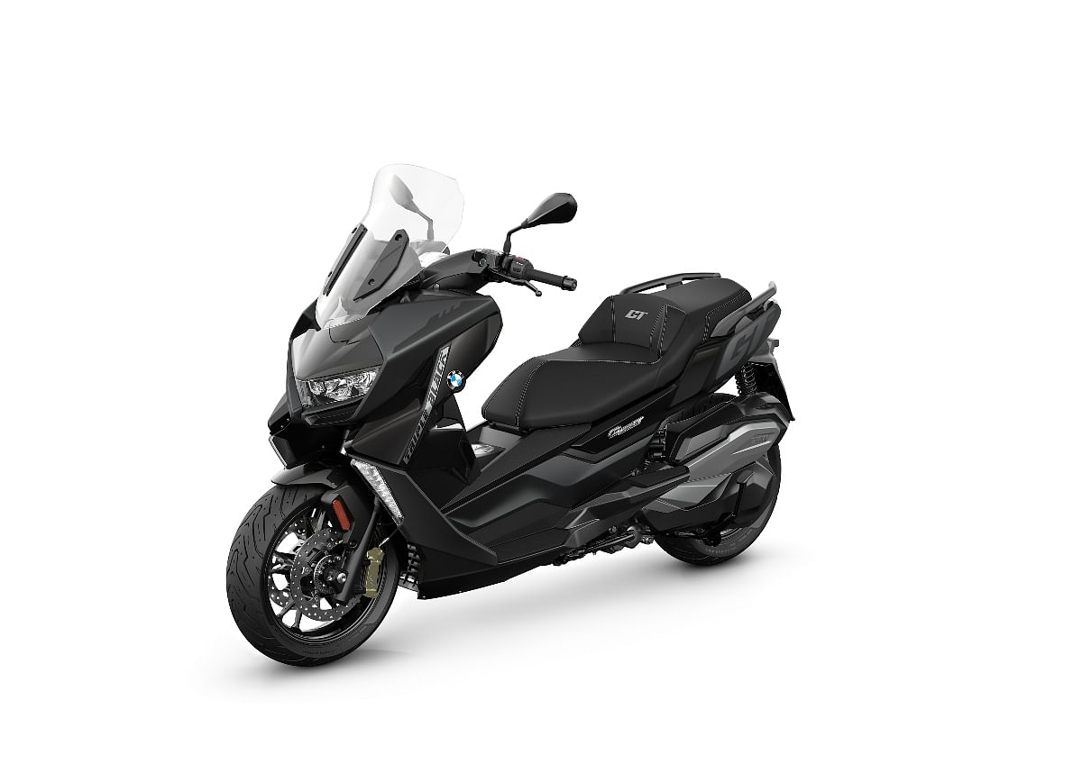 The BMW C 400 GT will be available in this Starry Triple Black colour...