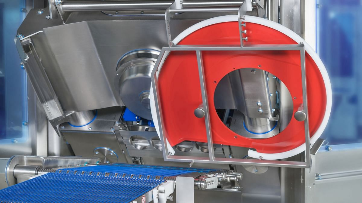 Easy and quick blade change due to special blade carrying device in the GEA OptiSlicer 6000