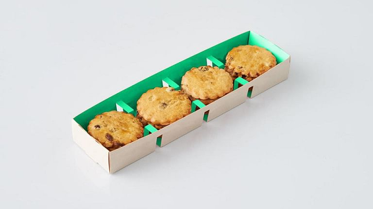 """<div class=""""paragraphs""""><p>The lock-style technology of the Kliklok ACE carton erector allows for glue-free forming of paper trays. Conventional plastic trays for cookies can now be replaced by environmentally friendly paper packaging.</p></div>"""