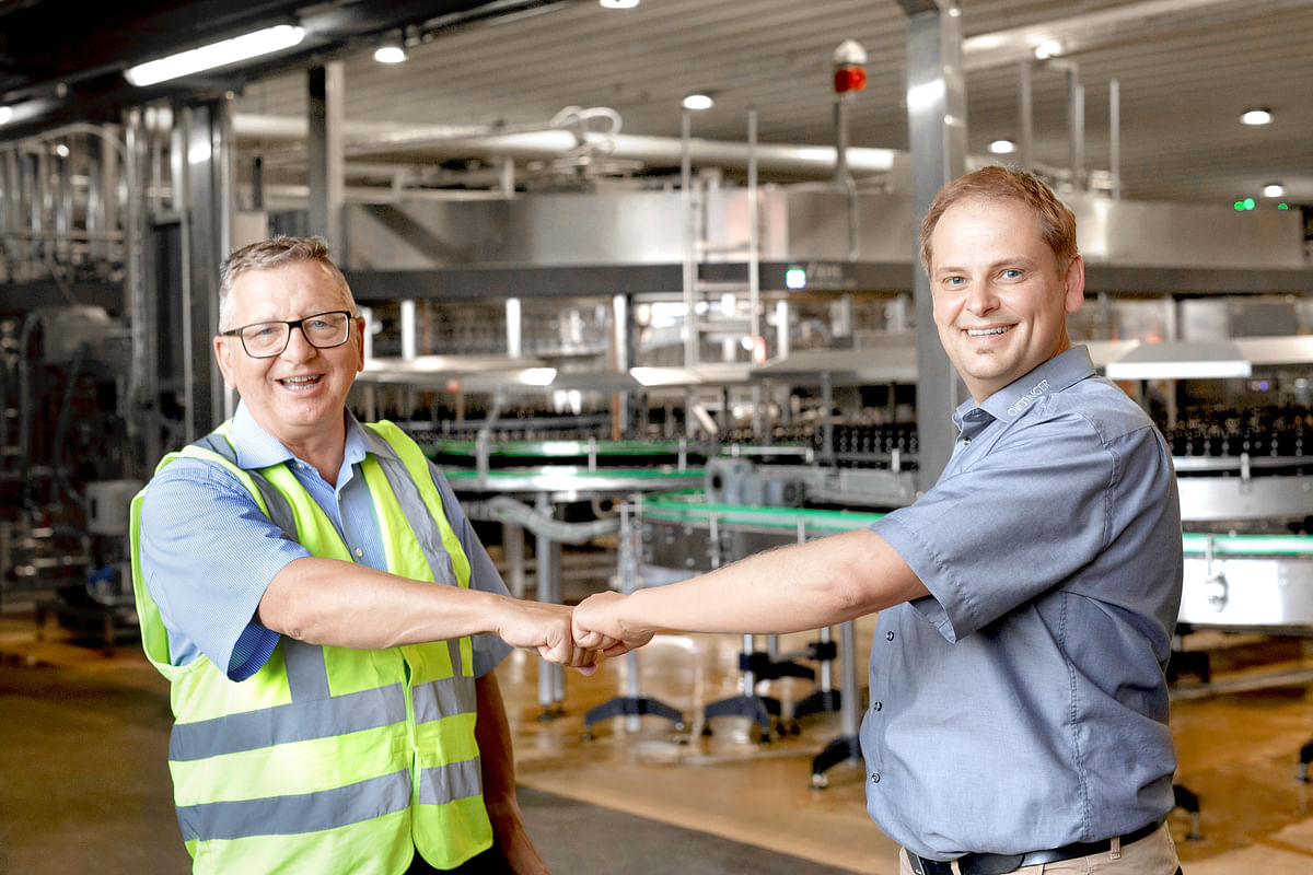 """<div class=""""paragraphs""""><p>Mike Herrmann, KHS sales representative responsible for the customer (left), and Jürgen Brunacker, technical plant manager for OeTTINGER in Mönchengladbach</p></div>"""