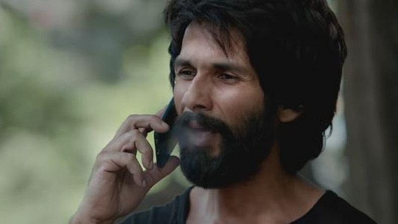 Revolver Ranee: Kahat Kabir suno bhai sadho...