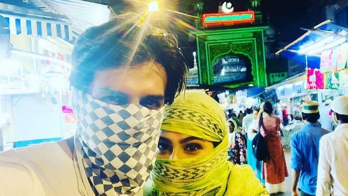Masqueraded Sara Ali Khan, Kartik Aaryan roam the streets of Mumbai on Eid