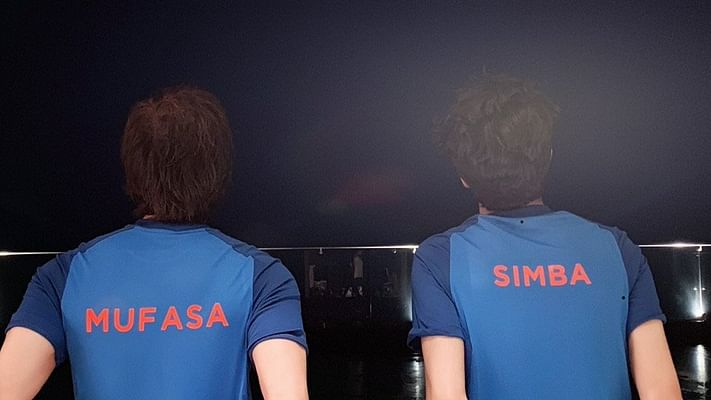 'Lion King' fever grips Shah Rukh Khan, son ahead of India-Pakistan match