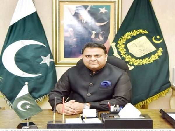 Pak Science Minister Fawad Chaudhry slaps journalist