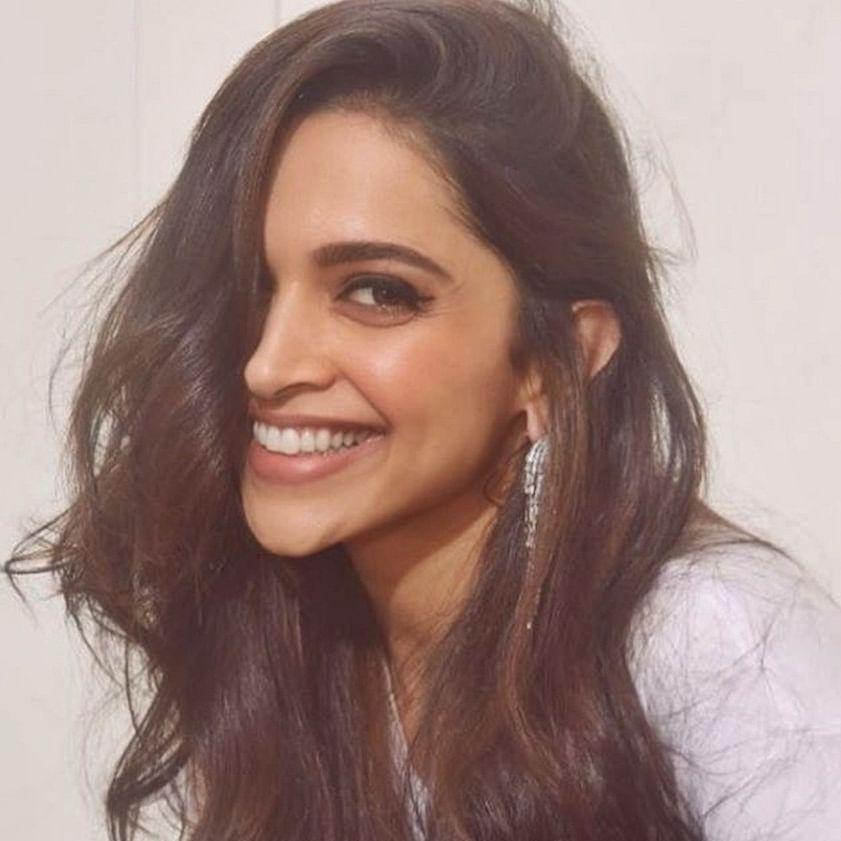 """Aaja, baith ja"", Deepika Padukone makes witty remark to paparazzi"