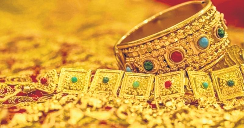 US national cheated of gold jewellery worth  Rs 1.3 crore