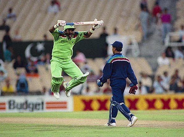 Javed Miandad mimicking Indian wicketkeeper Kiran More