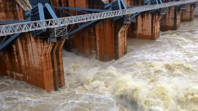 Ujjain: District collector, UMC chief visit Gambhir dam