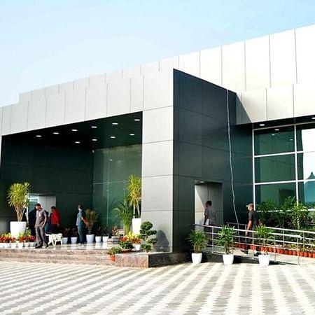 Demolition of 'Praja Vedika' building built by Chandrababu Naidu begins in Amaravati