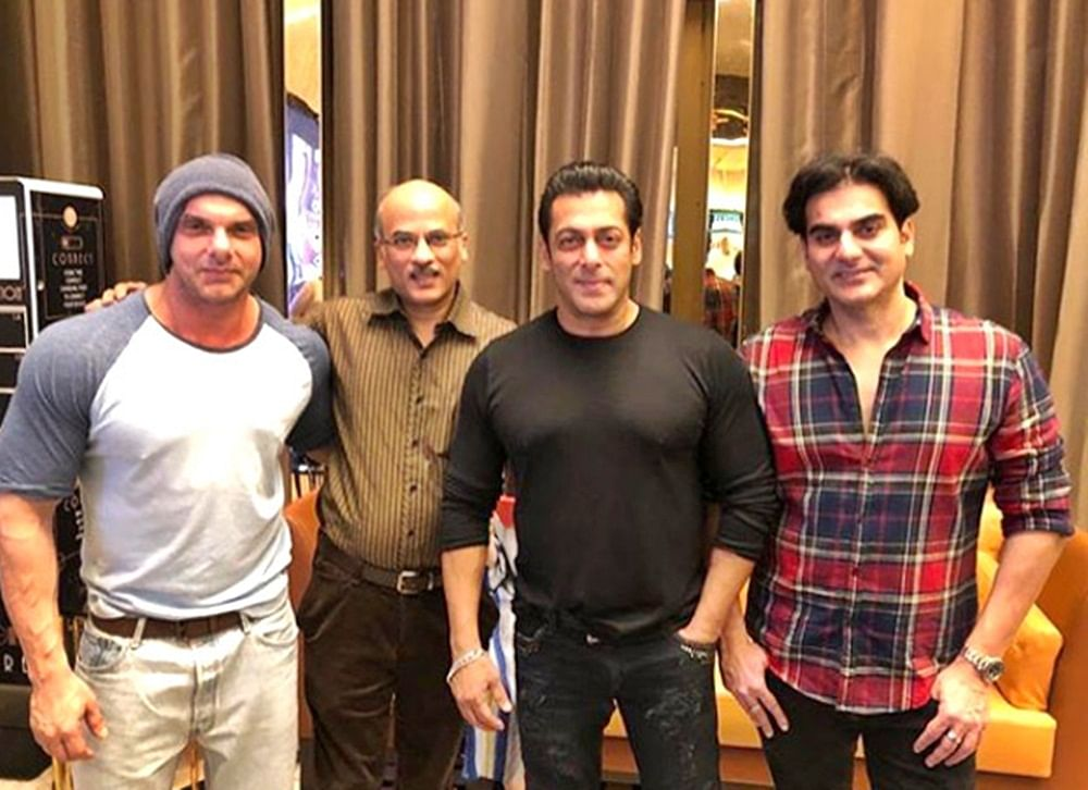 Did Salman Khan hint 'Hum Saath Saath Hain' remake in this recent pic with Sooraj Barjatya?