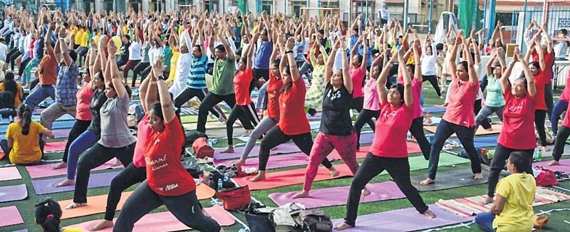 Enthusiastic Mumbaikars celebrate International Yoga Day