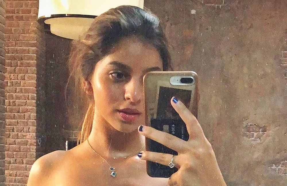 Can you spot the unusual item in Suhana Khan's recent mirror selfie?
