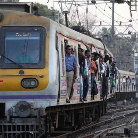 Mumbai: 23-year-old college student falls off local train after phone thief hits him with iron rod
