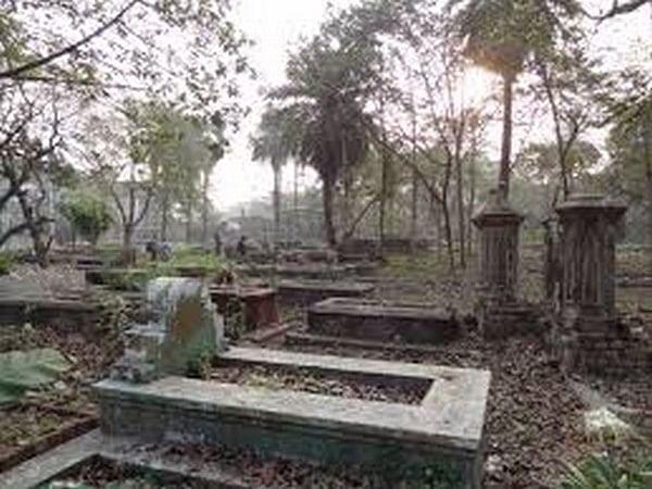 Uttar Pradesh: Hindus 'gift' land for graveyard to Muslims in Faizabad