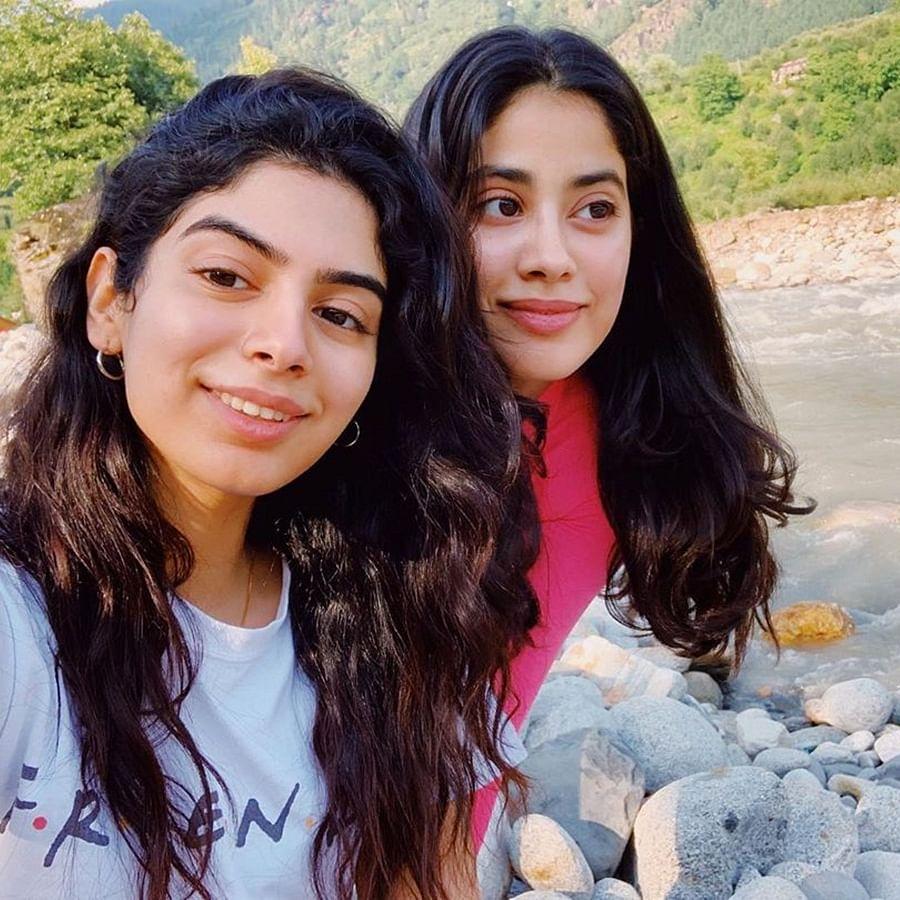Janhvi Kapoor 'spends quality time' on hills with sister Khushi Kapoor, girl gang