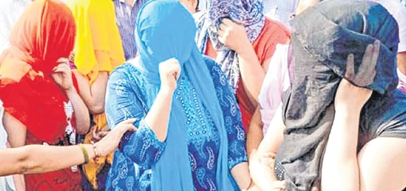 Mumbai: Cops bust prostitution racket at 'birthday' party in Alibaug