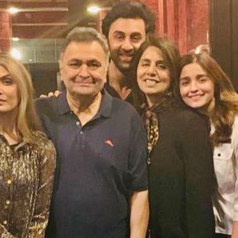 Alia Bhatt is all smiles in Ranbir Kapoor's 'family' picture