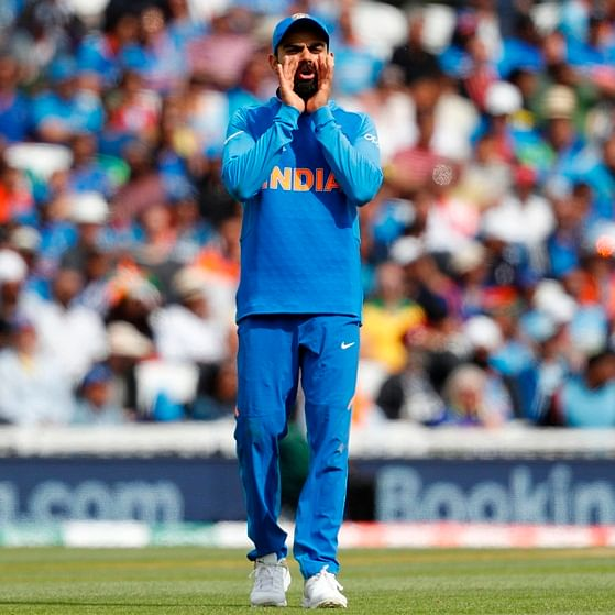 True sportsman! Virat Kohli gestures crowd to cheer for Steve Smith after they taunt him as cheater, watch video