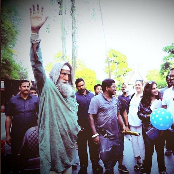 Amitabh Bachchan wraps up the shooting of 'Gulabo Sitabo'