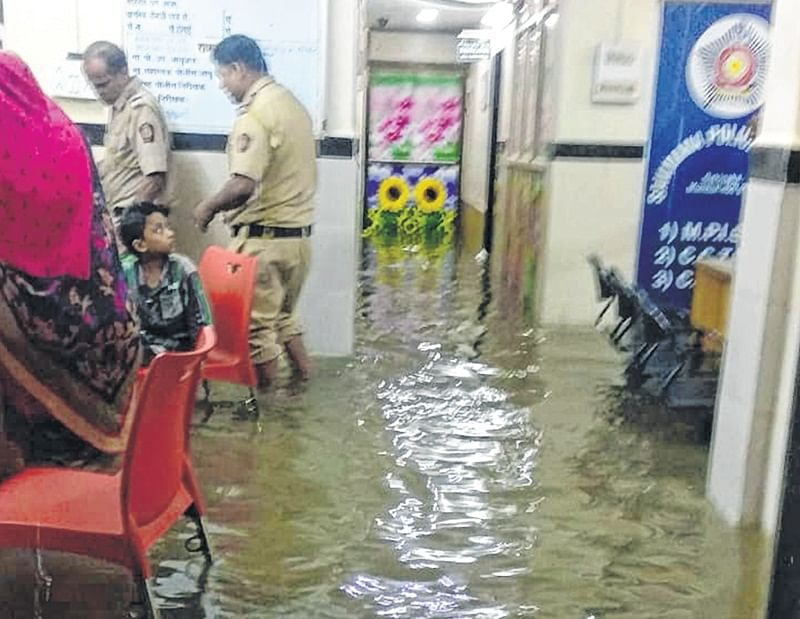 Cops marooned, thanas turn into water parks