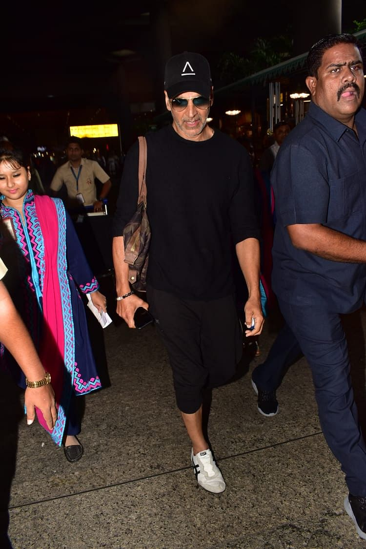Akshay Kumar who was enjoying his vacation with daughter Nitara and Twinkle Khanna was snapped on his way back from London.