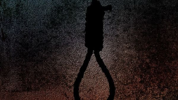 Indore: Scolded by father over phone use, class X girl hangs self