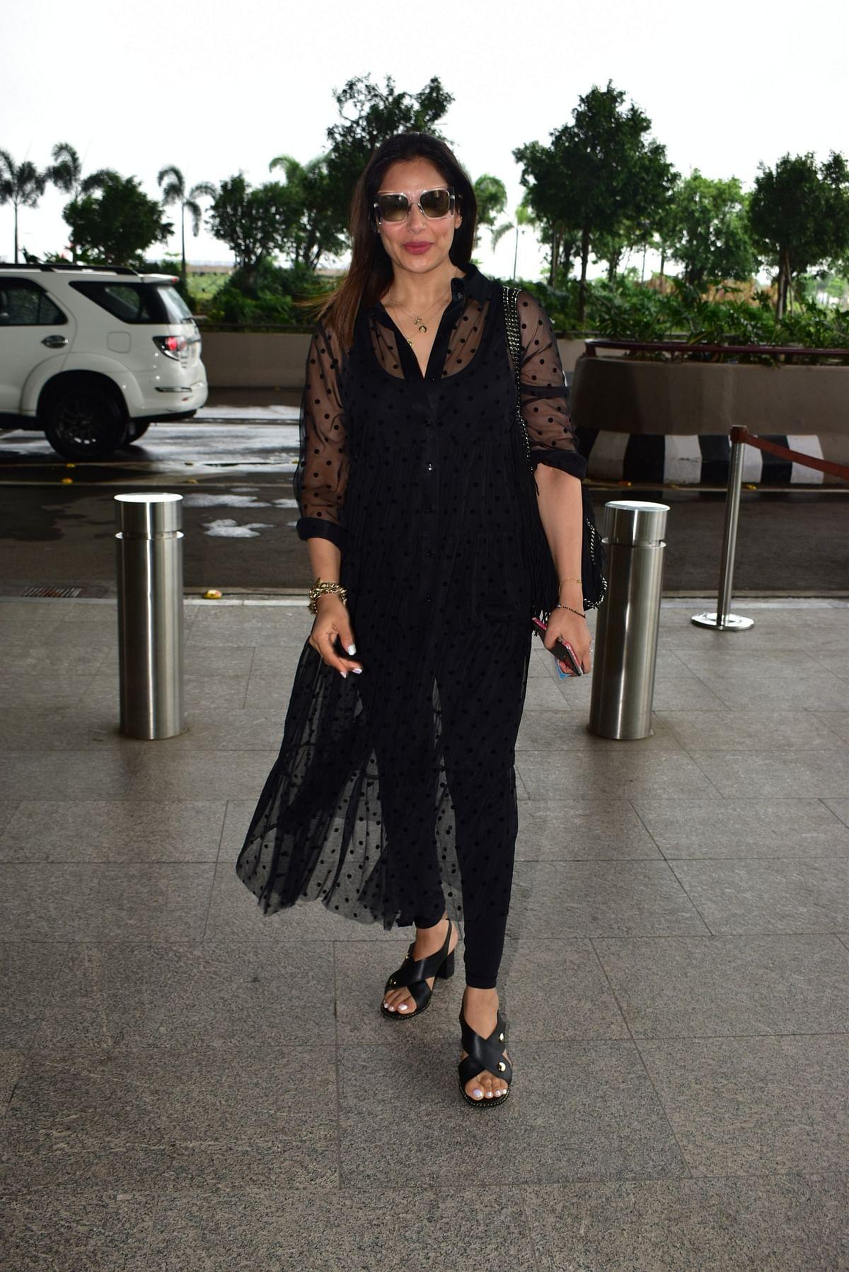 Bipasha Basu in black outfit at Airport