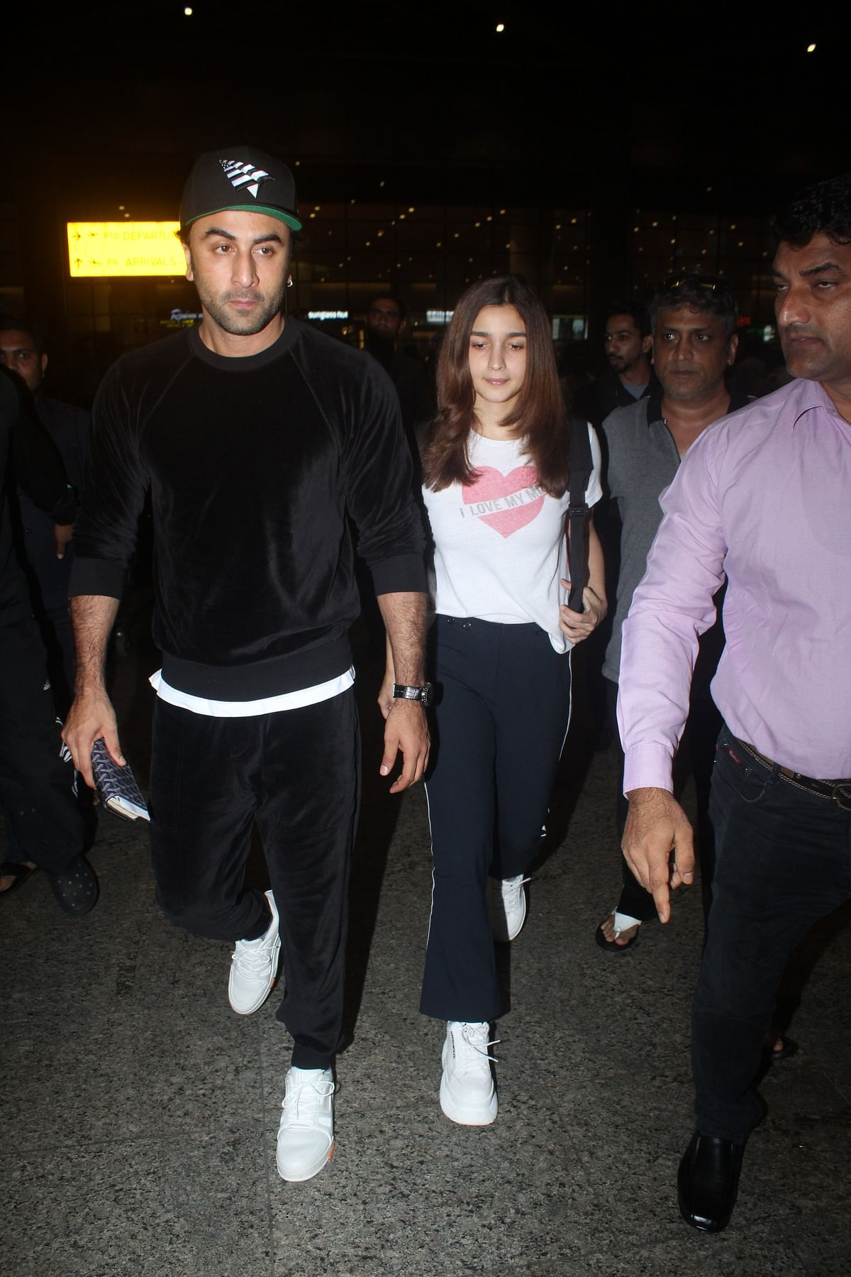 Ranbir Kapoor and Alia Bhatt snapped together on their way back from New York