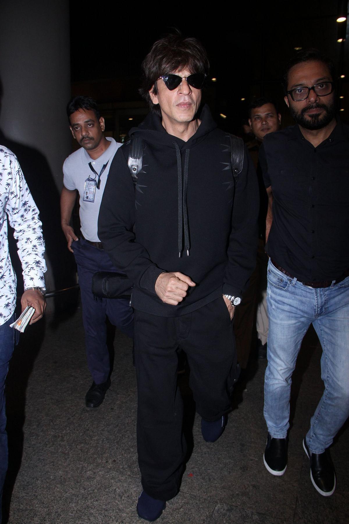 Shah Rukh Khan snapped in all black at Mumbai Airport