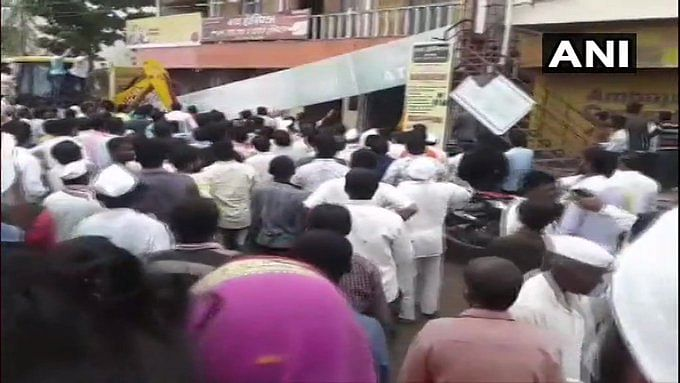 Solapur: Roof of building housing Bank of Maharashtra branch collapses, over 20 feared trapped