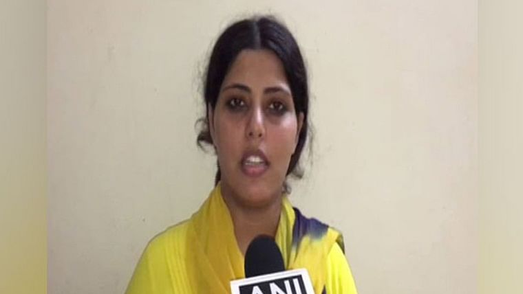 MP: Bhojpuri actress files complaint against husband for divorcing her through stamp paper