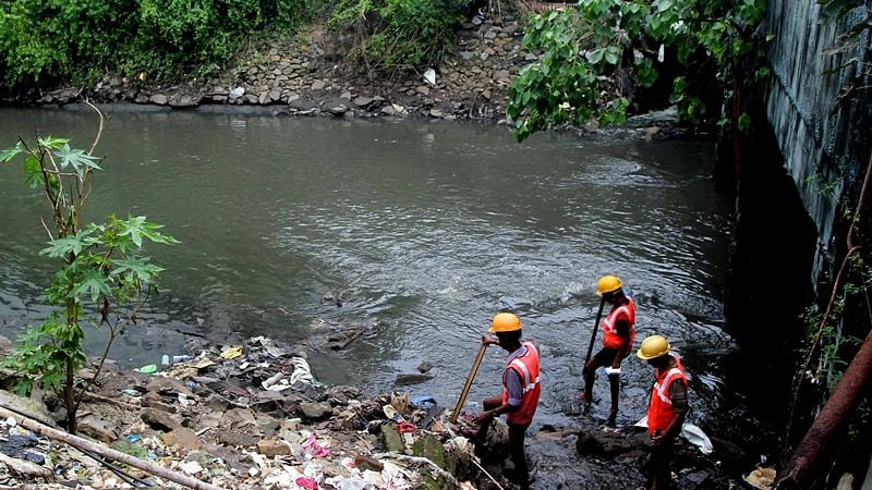 Mumbai: After 3 days search teams call off operation to locate toddler who fell into gutter